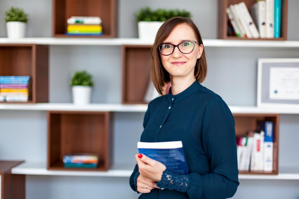 Katarzyna Kuzak - założycielka szkoły i jej kierownik merytoryczny, psycholog oraz coach z akredytacją Professional Certified Coach.