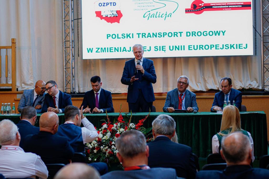 W miejscowości Tęgoborze odbyło się kolejne już w tym roku spotkanie wicepremiera Jarosława Gowina oraz Andrzeja Gut-Mostowego - wiceprzewodniczącego Rady Programowej ds. Rozwoju, Promocji i Promocji Turystyki w Małopolsce z przedstawicielami branży transportowej.