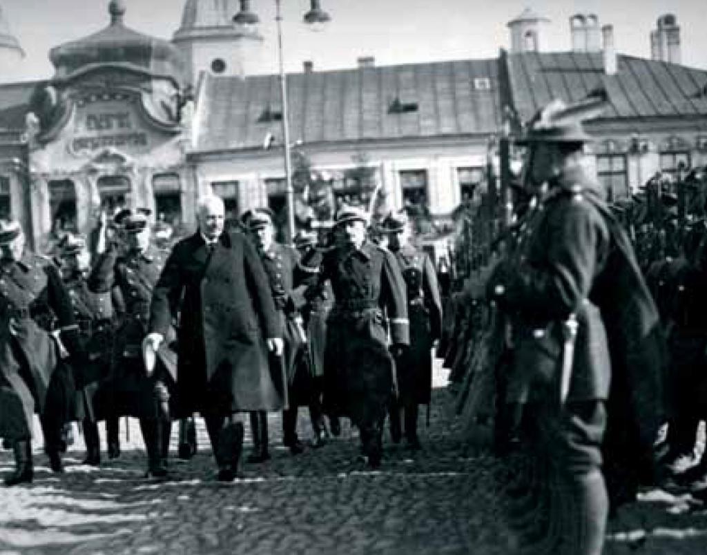Prezydent Ignaczy Mościcki w Nowym Sączu przed żołnierzami 1 PSP