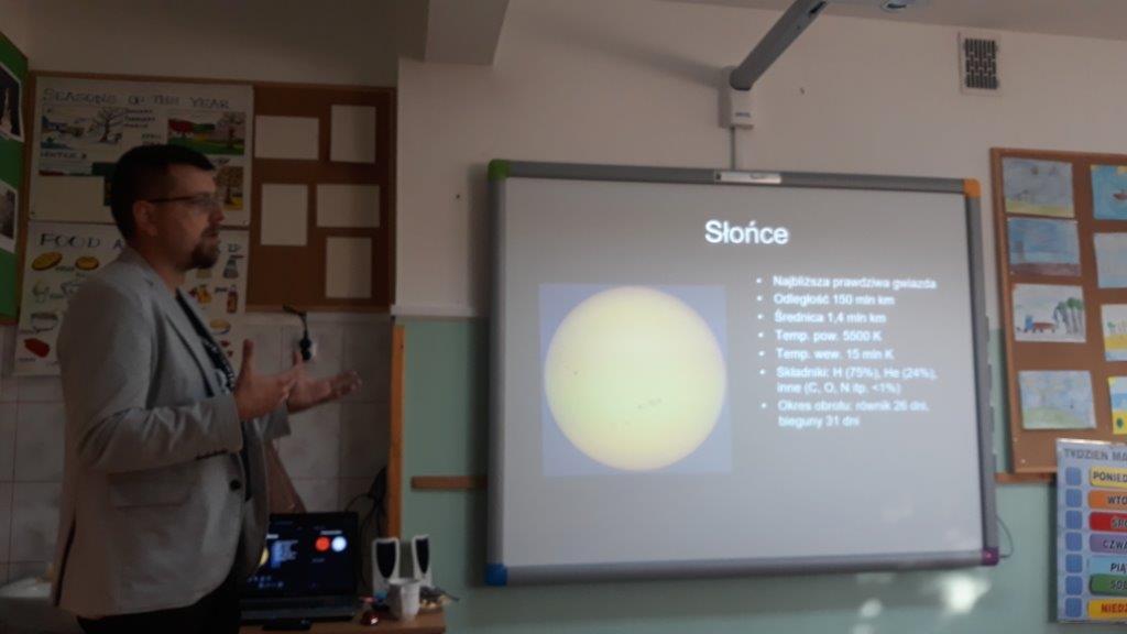 Wiecie jak wygląda powierzchnia Merkurego? A uczniowie z Glsnego już wiedzą. To dzięki Januszowi Nicewiczowi z Młodzieżowego Obserwatorium Astronomicznego w Niepołomicach