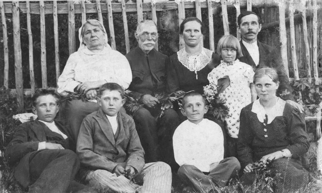 rok 1939 Polańscy Roza Morawiczka, Jakub, syn Marcin z żoną Marią i dziećmi od lewej Tadeuszem, Janem, Stanisławem, Marią i Zofią