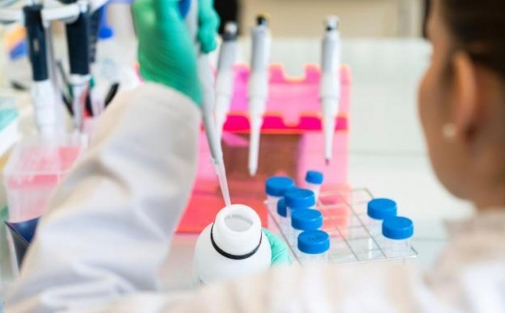 Testy koronawirus laboratorium. Fot. Europarl.eu