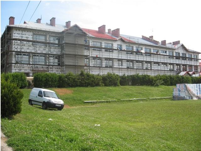 docieplana elewacja szkoły w Zagorzynie