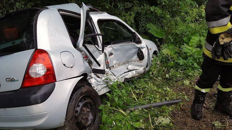 Wypadek w Librantowej, Peugeot zderzył się z Renault. Fot. PSP Nowy Sącz