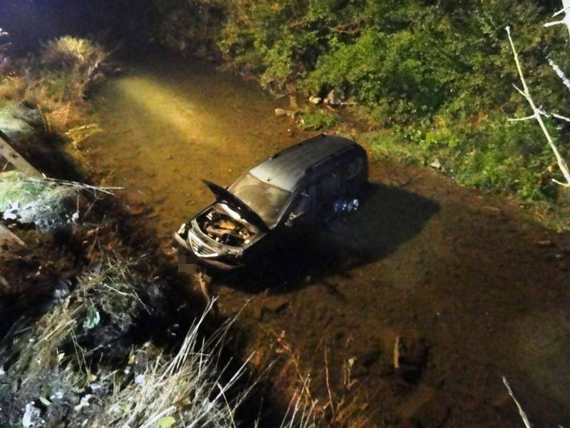 Opel w potoku w Roztoce