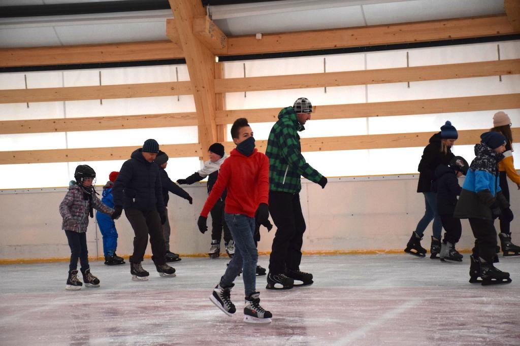 Muszyna: łyżwiarze rozpoczęli sezon. Tłumnie na krytym lodowisku