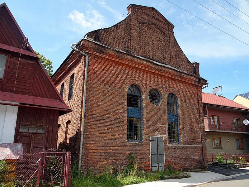 Wiatr nie oszczędził Synagogi
