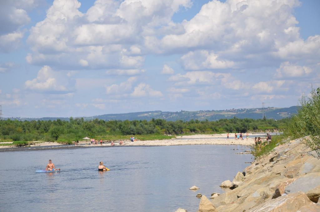 Sądeczanie nad brzegiem Dunajca, fot. Sądeczanin