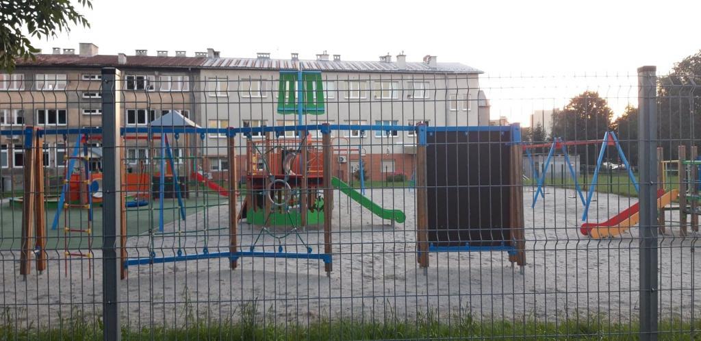 Plac zabaw przy ulicy Broniewskiego w Nowym Sączu, fot. czytelnik