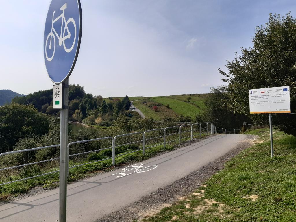 Ścieżka rowerowa obok zamku w Czorsztynie, fot. Sądeczanin