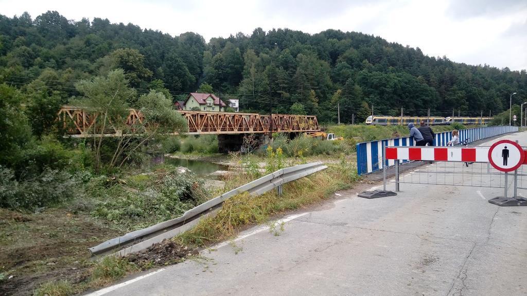 Wiemy do kiedy będzie jeździł szynobus zastępujący most na Kamienicy