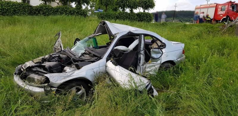 Wyleciał z drogi, auto zmasakrowane. Co się stało w Powroźniku?