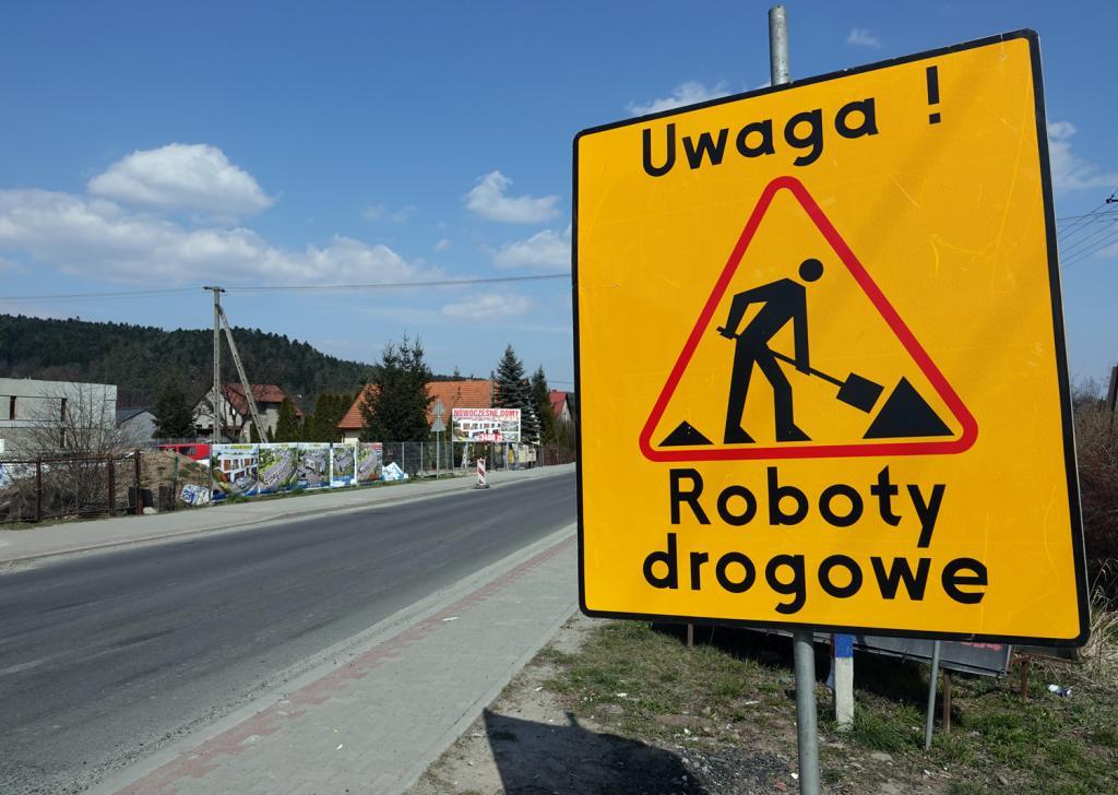 1,5 miliona złotych to kwota dofinansowania, które gmina Chełmiec otrzymała od rządu w ramach Funduszu Dróg Samorządowych. Dzięki tym pieniądzom nowych dróg doczekają się dwa sołectwa: Librantowa i Wielogłowy.