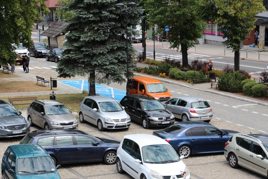 Burmistrz Piwnicznej szafuje parkowaniem za darmo?