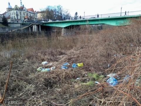 śmieci nad Kamienicą, fot. czytelnik Sadeczanin.info