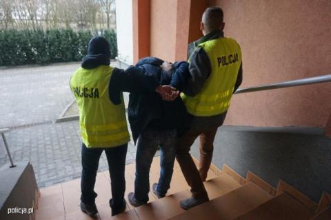 Nie chciał wpuścić policjantów do mieszkania. Co miał do ukrycia?