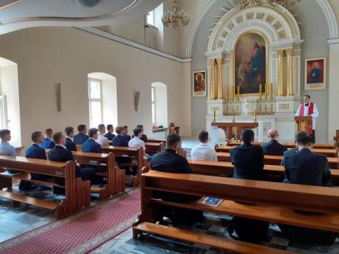 Chcą poświęcić swoje życie Bogu. Młodzi mężczyźni zgłosili się do seminarium