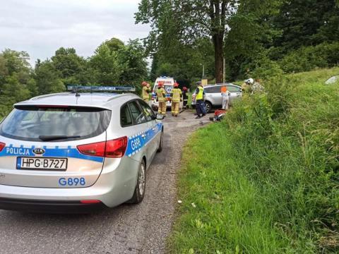 Wypadek w Ropie. Kierowca wymusił pierwszeństwo, skończyło się fatalnie
