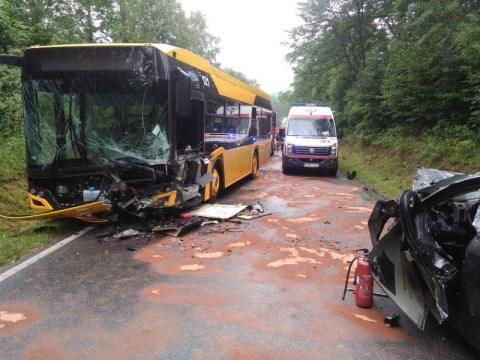 Z ostatniej chwili: zderzenie autobusu z samochodem. Aż 9 osób rannych [ZDJĘCIA]
