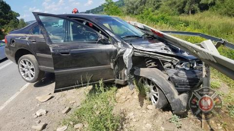 Kolizja na DK75 w Tęgoborzy. Samochód wypadł z drogi