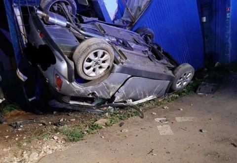 Nocny wypadek na krajówce w Nowej Wsi. Samochód uderzył w kontener budowlany