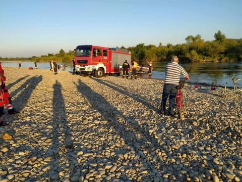 Tragedia na Dunajcu. Strażacy wyłowili z rzeki ciało młodego mężczyzny