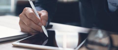 Umowy o pracę będą zawierane i rozliczane w sposób elektroniczny.  Takie zmiany, które będą dotyczyć tylko niektórych pracodawców, szykuje resort rozwoju.
