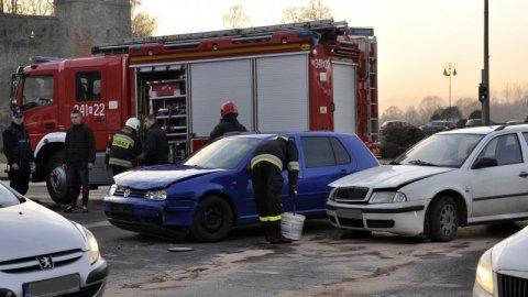 Nowy Sącz: Zderzenie dwóch aut pod zamkiem! Ruch od strony Heleny częściowo zablokowany