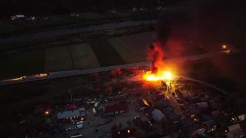 Pożar na osiedlu romskim w Maszkowicach. Znów płonęły śmieci [ZDJĘCIA]