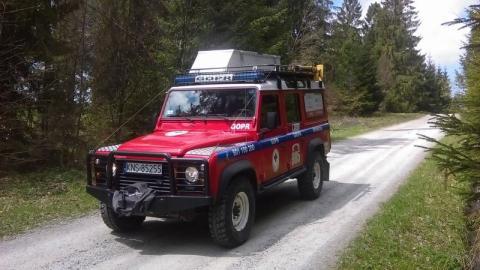 Kasinka Mała: Służby ratownicze od kilku godzin szukają paralotniarza