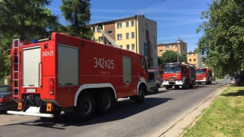 Broniewskiego zablokowana, bo paliło się mieszkanie w bloku. Straż nie mogła wjechać na osiedle!