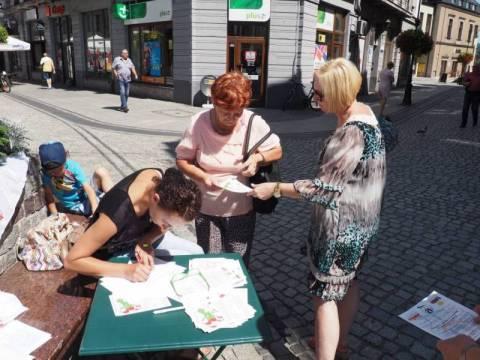 zbierali podpisy pod projektem zakazu handlu w niedziele