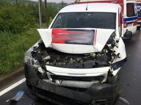 Znów wypadek na DK-75. Dostawczak zderzył się z busem