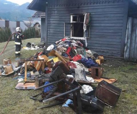 Poranny pożar w Rytrze. Palił się drewniany dom