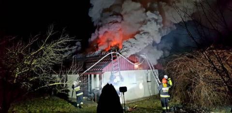 Seria pożarów na Sądecczyźnie. Paliły się dwa domy i szkoła [ZDJĘCIA]