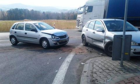 Wypadek na drodze krajowej w Ptaszkowej. Jedna osoba trafiła do szpitala