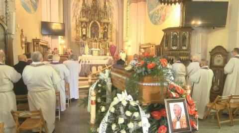 Rodzina, kapłani i parafianie pożegnali śp. ks. Mariana Konwenta [ZDJĘCIA]