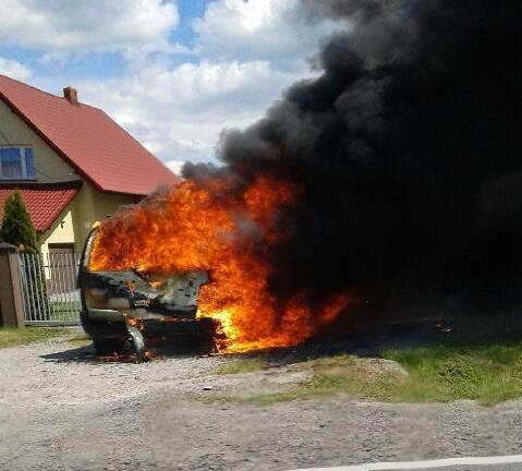 Doszczętnie spłonęło auto. Gdzie? Przy trasie Brzesko – Nowy Sącz