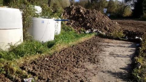 Nowy Sącz/Zawada: budę wywieźli a już hałd śmieci i gruzu nie zauważyli?