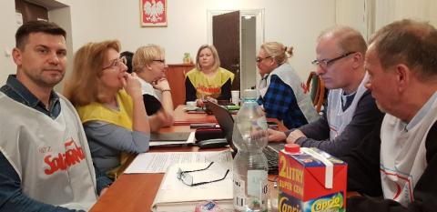 """Nauczyciele z """"Solidarności"""" odpuścili okupację małopolskiego kuratorium"""