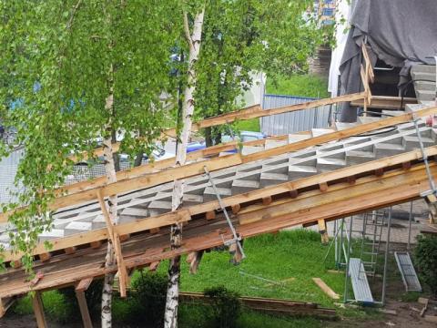 Nowy Sącz: na kładce nad Nawojowską są już nowe schody