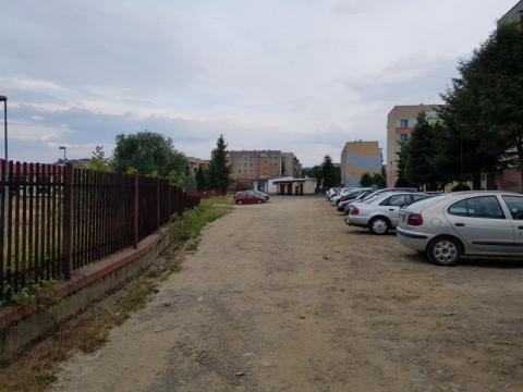 Cuda wianki, w końcu zamiast klepiska będzie parking przy Korzeniowskiego?