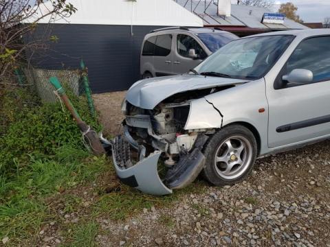 Samochód uderzył w słup. Nie udało się uratować życia kierowcy [ZDJĘCIA]
