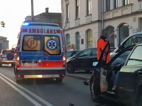 Dramatyczny wypadek w centrum Limanowej. Samochód potrącił 11-letnie dziecko