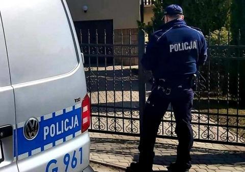 Policjanci kontrolują osoby objęte kwarantanną. Sądeczanie stosują się do zasad