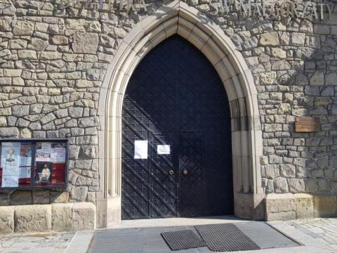 Biskup tarnowski podjął kolejną decyzję. Drzwi kościołów jednak zostaną otwarte