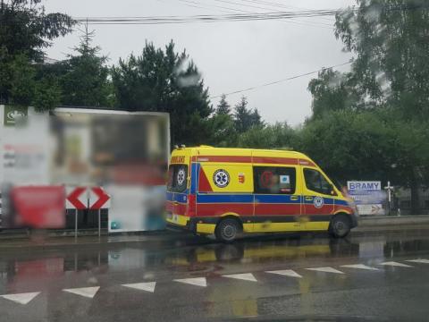 Groźny wypadek w Gorlicach. Samochód uderzył w pieszego
