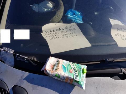 Cicha wojna o miejsce parkingowe. Przechodnie mają ubaw po pachy