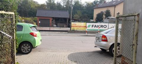 Na ul. Żeglarskiej kiedyś dojdzie do tragedii. Mieszkańcy chcą zakazu parkowania