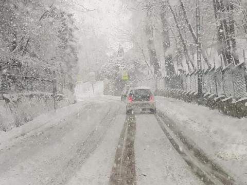 Nowy Sącz: bardzo trudne warunki na drogach. My albo zima [ZDJĘCIA]